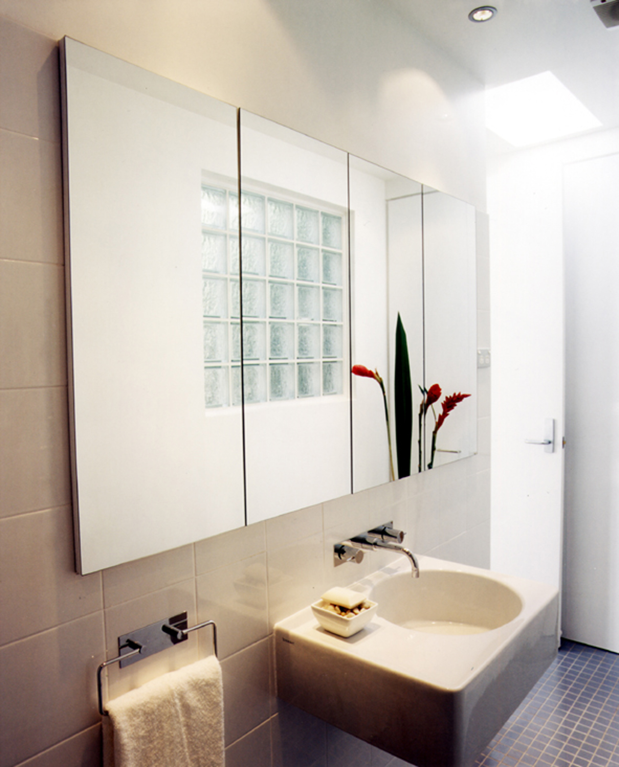 Bay Hill Apartments: Hill Thalis: Rose Bay Apartments